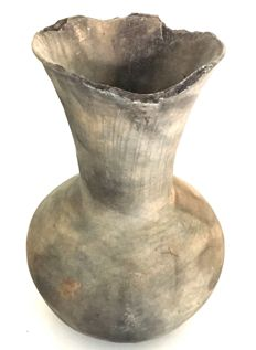 Kofun asuka period (sue-ware) stoneware long necked vase - Japan - 600–700