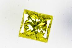 Fancy Vivid Yellow Diamond - 0.14 ct, VVS2 - (Colour Treated) - No Reserve Price