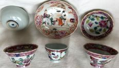 Small cups with saucers, plus 4 other bows, famille rose - China - 18th century