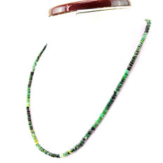 Emerald necklace with 18 kt (750/1000) gold clasp, length 60cm.