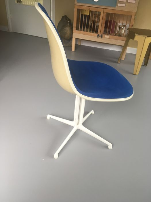 Charles & Ray Eames for Herman Miller – La Fonda side chair in glass fibre  - Catawiki