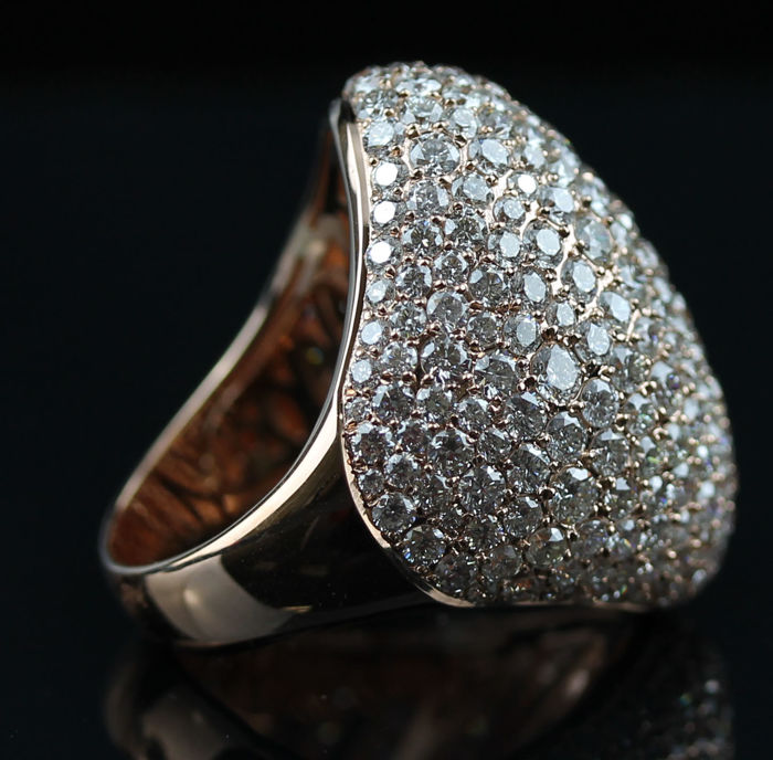 Ladies Ring with Brilliant cut Diamonds total 9.35 ct