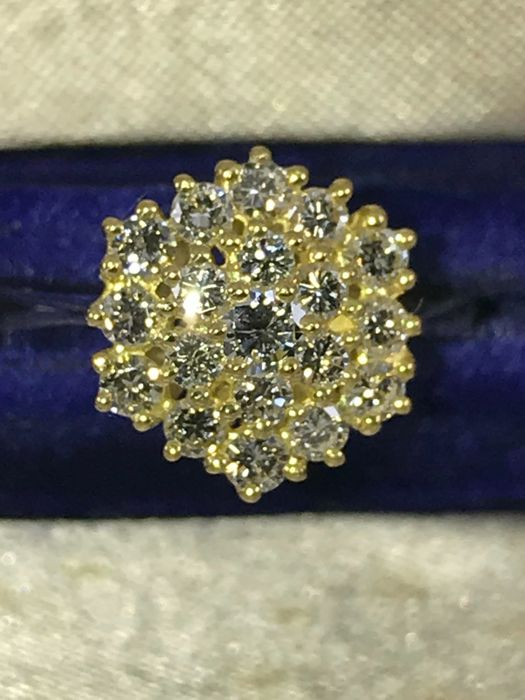 Cluster floral 0,75ct diamonds G-h/vvs1 18k gold ring - size 52