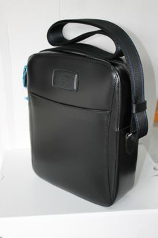 S.T. Dupont - black bag with zipper and shoulder strap Line D Elysée