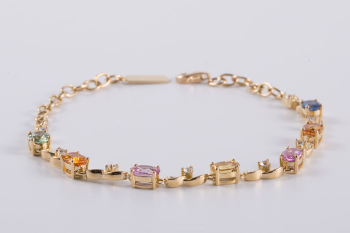 Natural multicolor sapphire, 18K gold bracelet. Gem weight: 4.32 ct.**no reserve price**