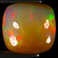Fine White Opal with Rainbow flash - 11.08 X 11.06 X 7.02 mm  -  5.01 Ct