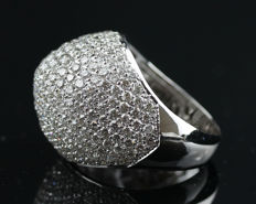 A Beautiful New Ladies Cocktail Ring with Brilliant cut Diamonds total 6.24 ct