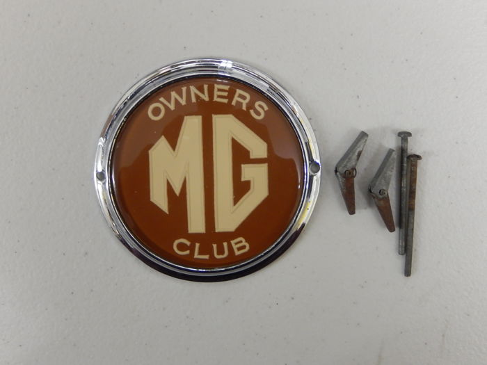Vintage Chrome Auto Car Badge MG Owners Club Dark Red Earlier Version