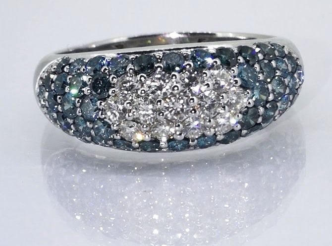 18 kt gold ring with diamonds, white & intense fancy deep blue colour, 1.70 ct in total - size 59