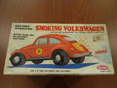 "Japan, Aoshin - Length 27 cm - Tin ""Smoking Volkswagen"" beetle with battery engine, 1970s"