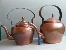 Lot consisting of 2 large copper kettles - early 1900