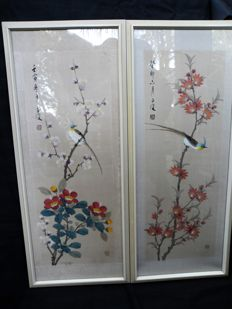 Two paintings on silk of flowers and a bird – China – 2nd half 20th century