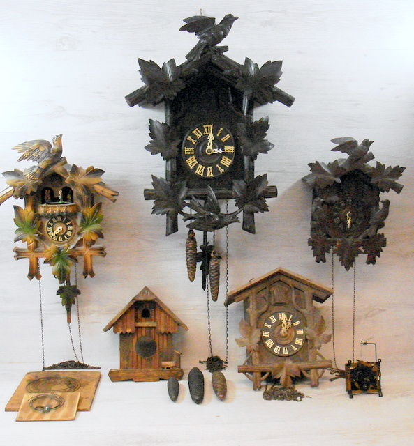 Five antique cuckoo clocks - 19th and 20th century - for restoring or for parts
