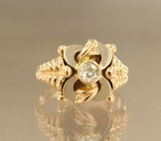18 kt Bi-colour gold ring set with Bolshevik cut diamond, approximately 0.20 carat in total