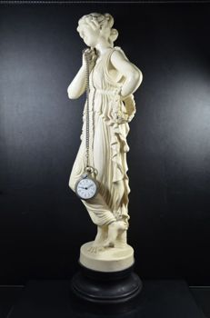 Large signed statue of Classic Roman lady statue - Italy - 20th century