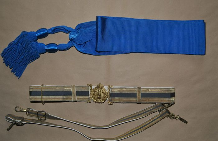Ancient officer belt and blue ribbon from the Royal Italian Air Force.