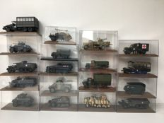 Atlas - Scale 1/43 - Lot with 18 army vehicles WWII, recent