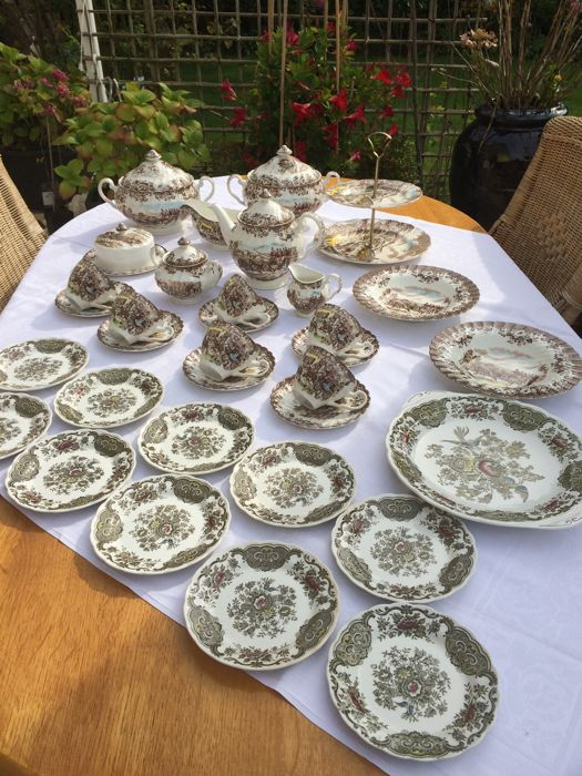 33 piece English landscape tableware set, amongst others, Coaching Scenes and Ridgway, Windsor