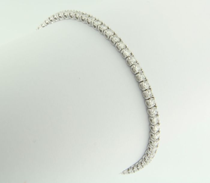 14 kt white gold tennis bracelet set with 63 brilliant cut diamonds, approximately 1.40 ct in total