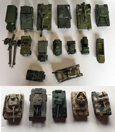 Dinky Toys / Corgi Toys / Matchbox - Various scales - Lot with 20 military models, 1950s