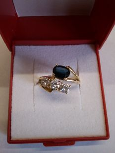 18 kt yellow gold ring with 1.06 ct  thin blue sapphire and 3 brilliants, 3 x 0.20 ct.