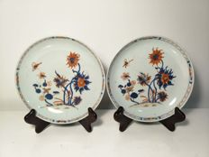 Pair of deep Imari China plates in porcelain with ornamentation of flowers and butterflies - China - 18th century