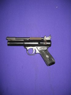 Webley air pistol calibre .177 4.5mm made in England in the year 1971
