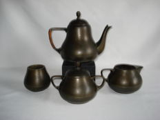 Jeka tin: Pewter tea set, 4 piece: Tea pot, Sugar pot, Milk jug, Spoon vase.
