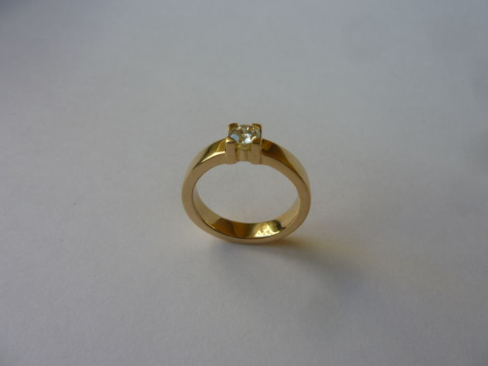 Yellow gold solitaire type cocktail ring with brilliant cut diamond of 0.35 ct