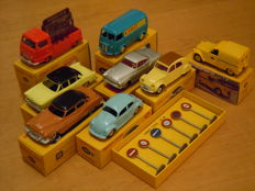 Dinky Toys-Atlas - Scale 1/43 - Lot with 8 models: Renault Citroen Borgward VW Peugeot Simca Buick & Traffic signs