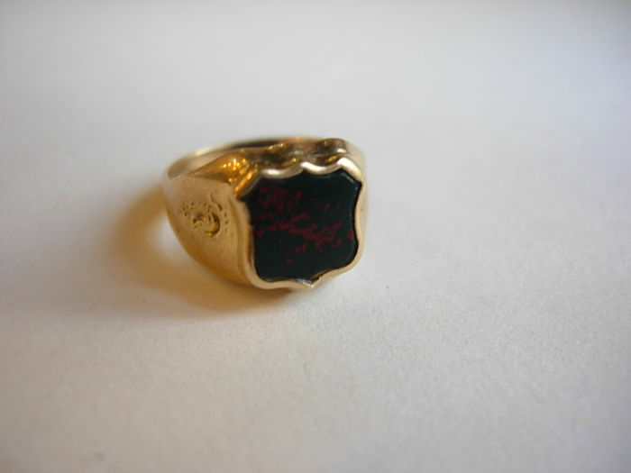 Shield-shaped bloodstone and gold signet ring