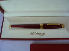 s.t. dupont 18 k olympio fountain pen.