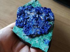A magnificent crested azurite on malachite from Congo -  14,5 cm x 8,5 cm x 3 cm  -  336 g