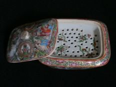 Unusual Cantonese box with interior devision (strainer?) - China - late 19th century
