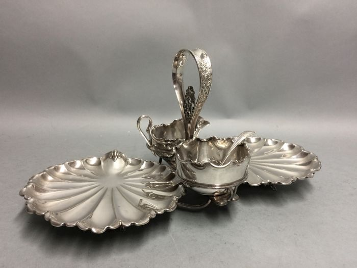 Silver plated serving dish for strawberries, James Dixon, England, ca. 1895