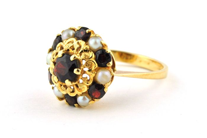 Antique Ring with Pearls and Garnet Stones set on Intricately made 18k/750 Yellow Gold - E.U Size 58*Re-sizable