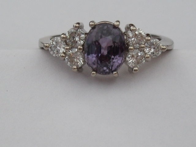 14 kt white gold ring with 1 purple sapphire of 1.66 ct and 6 diamonds of 0.60 ct Size: 8¼ (US)