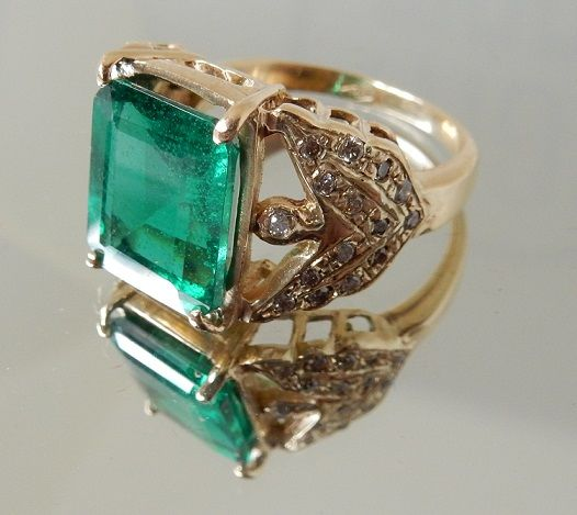 Ring with 8.40 ct emerald and diamonds