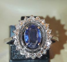 18 kt entourage ring with Ceylon sapphire and diamonds, AIG certificate