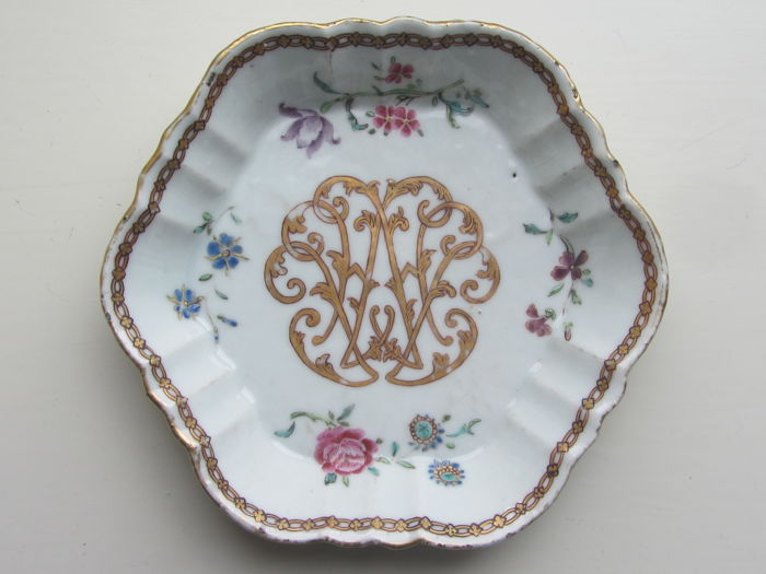 Pattipan chine de commande, polychromely painted with flowers and a gilded monogram and chain pattern at the edge - China - circa 1780