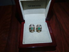 18 kt gold earrings with central emerald