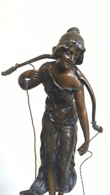 Victor Seifert ( 1870-1953) - bronze sculpture The Water carrier- Germany - approx. 1905