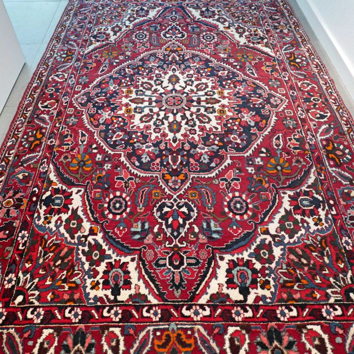 Special antique Bakhtiar Persian carpet - 264 x 162 - unique design