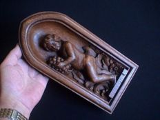 Beautiful antique oak wooden panel with a plump embossed putto/cherub - provenance Belgium - late 19th century.