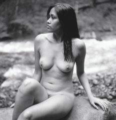 Photo ; Andrew Kaiser - Nude by a stream - 2017