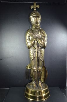 Beautifully detailed bronze alloy fireplace set in the form of a knight - Belgium - ca. 1920