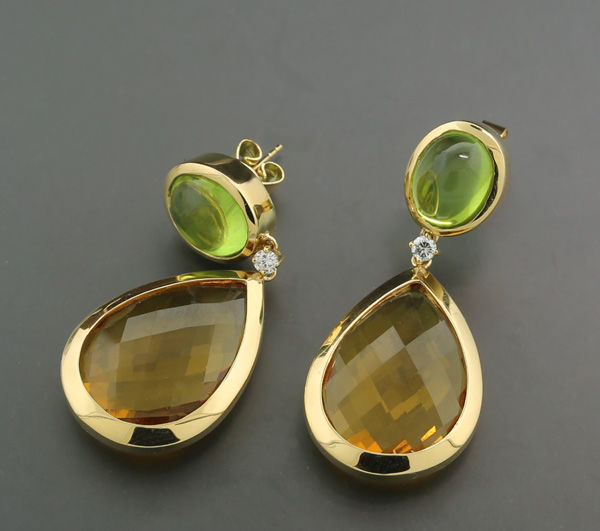 A pair of exclusive brilliant peridot citrine pendant earrings approx. 36.00ct in total 750 yellow gold - earring length: approx. 4.3cm