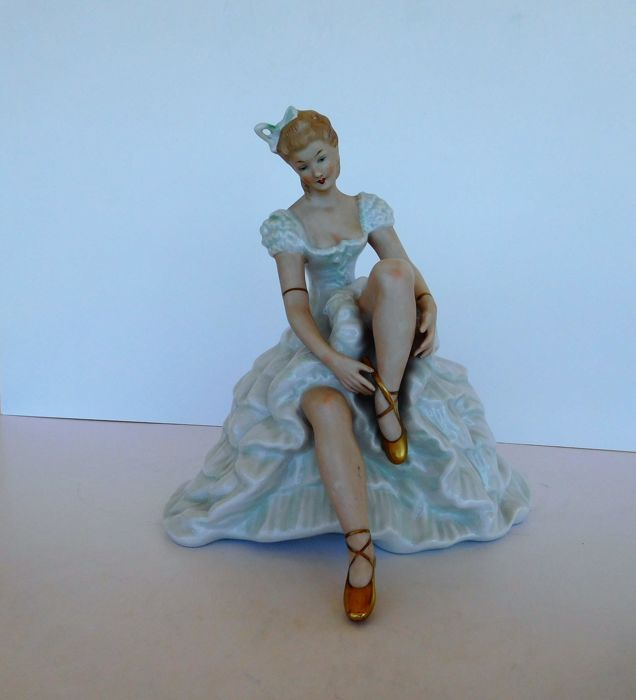 Wallendorf - a very beautiful porcelain ballerina figurine.