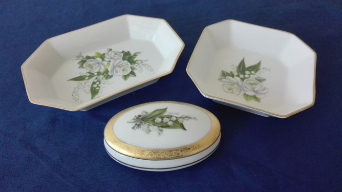 "Two valet trays and a jewellery box in Limoges porcelain by ""Christian Dior"""