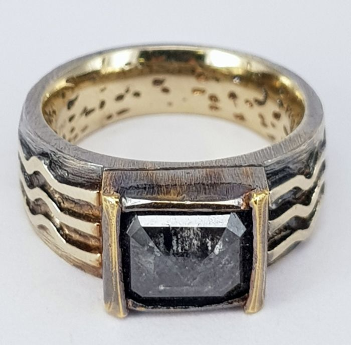 2.20 carats Black Diamond Antique style Unisex Ring - Free Delivery